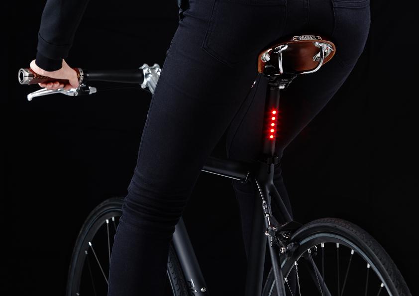 Tija con luz LightSKIN Vuk Bikes Madrid 4